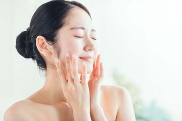 まとめ:芸能人愛用の洗顔料を使い、あなたもお肌つるつるのすっぴん肌へ